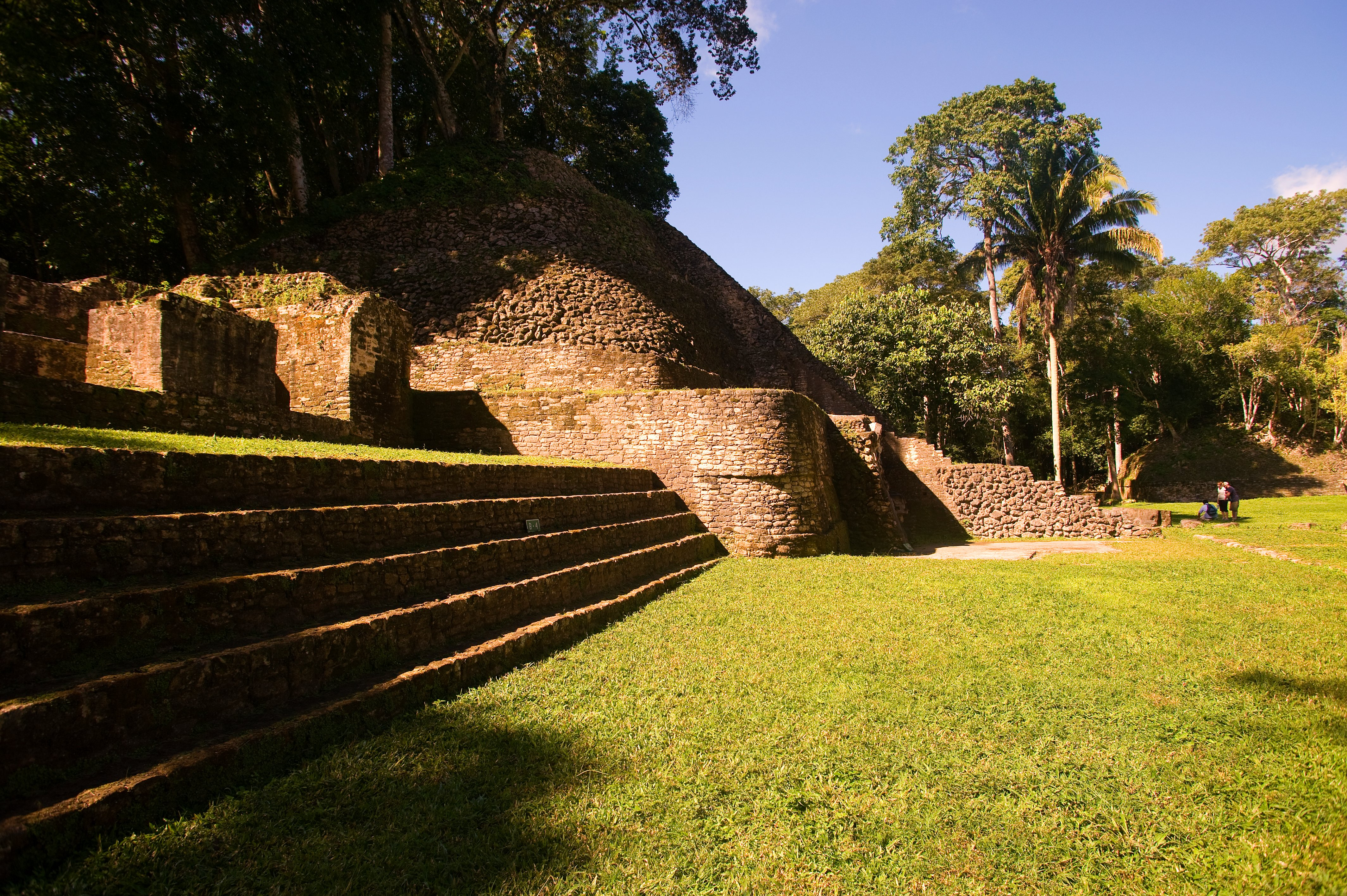 caracol maya temples in belize