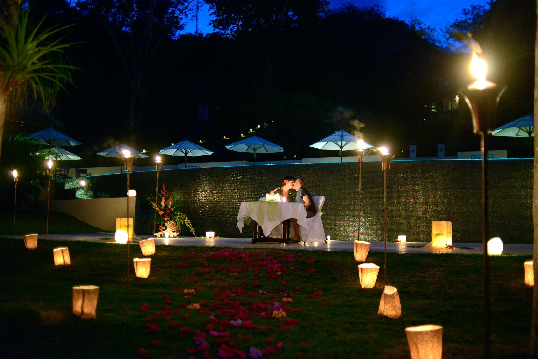 Finding ways to spice up your romantic life? Try a Belize Adventure & Romance Valentine package!