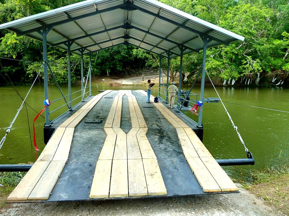 Belize-xunantunich-river-ferry