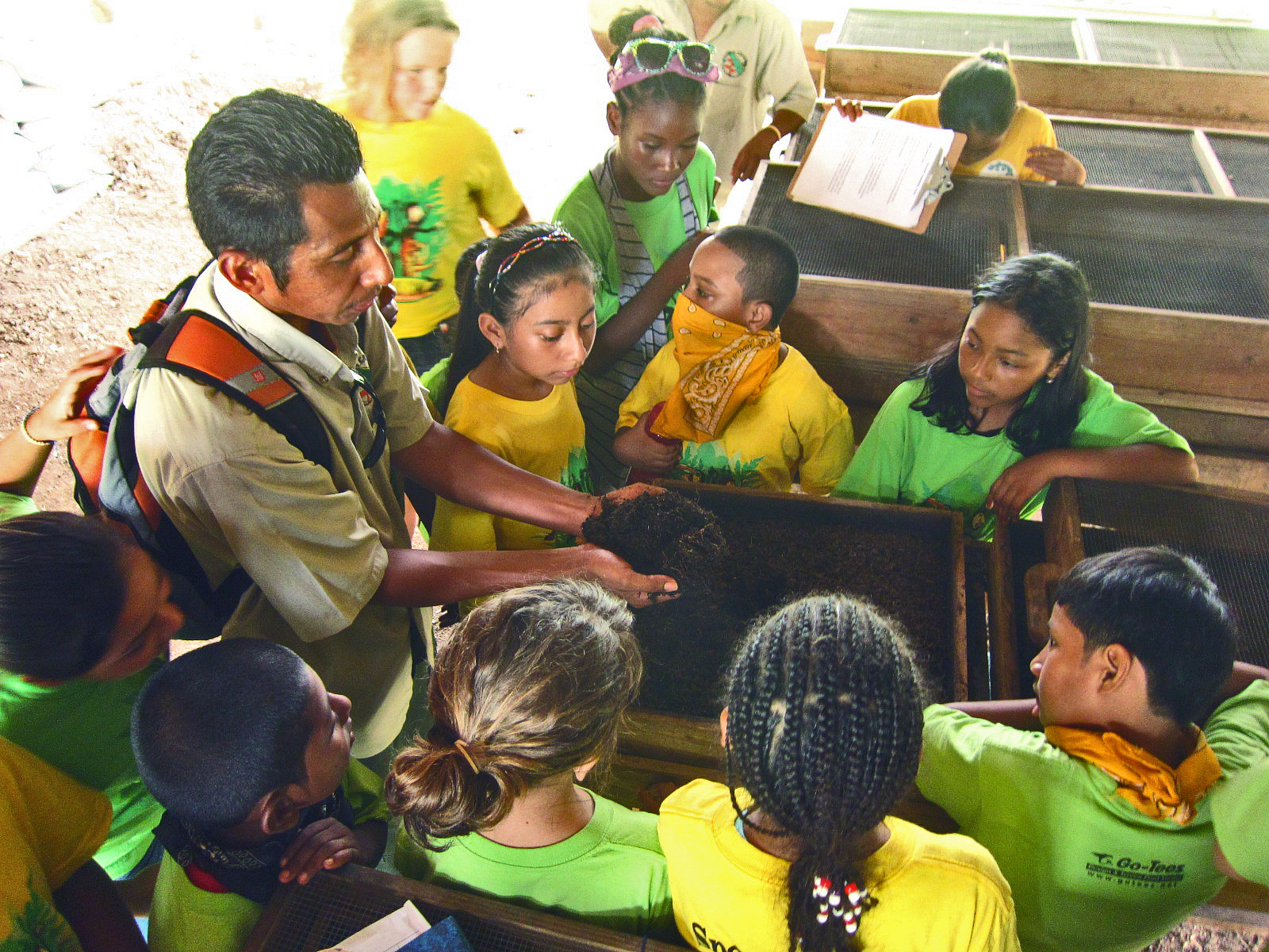 Kids-Learning-about-Vermicompost