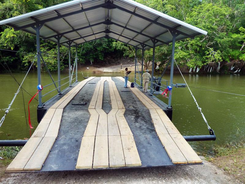 belize-handcranked-ferry-cayo-district-chaa-creek