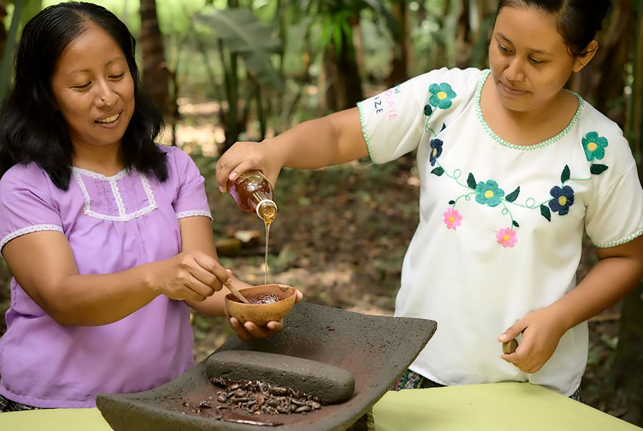 san-ignacio-belize-ajaw-chocolate-making-tour