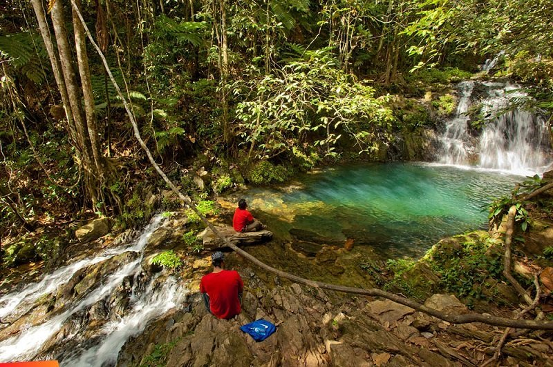 Waterfall-Bocawina-park-Belize