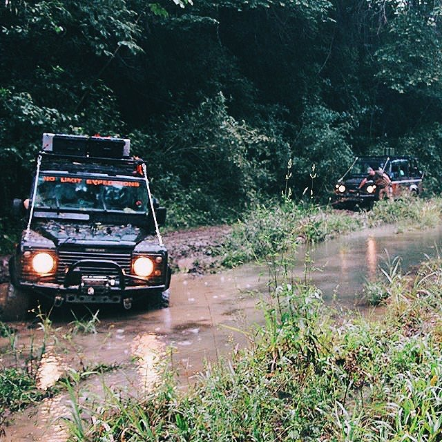 pictures-of-belize-offroad-in-chiquibul-rainforest-reserve-jeep