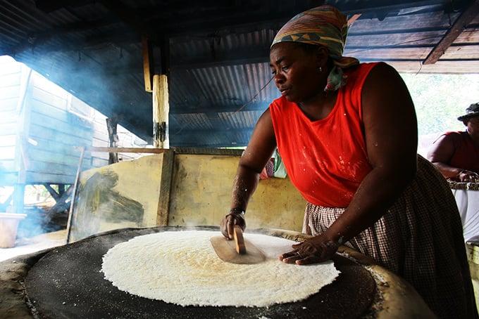garifuna-cassava-making