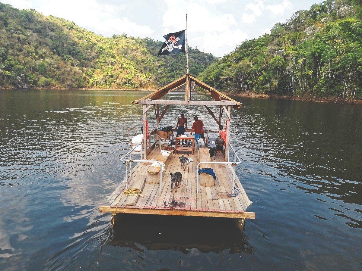 pontoon-on-the-vaca-lake-belize-off-the-beaten-path-chaa-creek