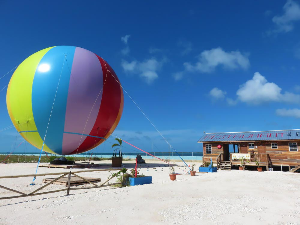belize_city_guide_helium_balloon_tour