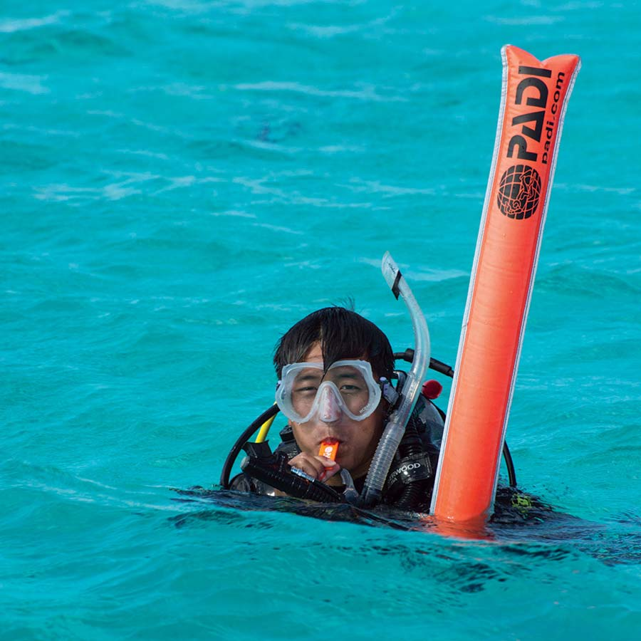 belize_diving_guide_surface_signaling_kit